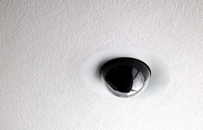ONE A的監視器,共黑、白雙色